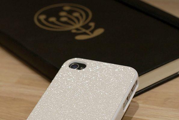 DIY : La coque smartphone à paillettes qui scintille