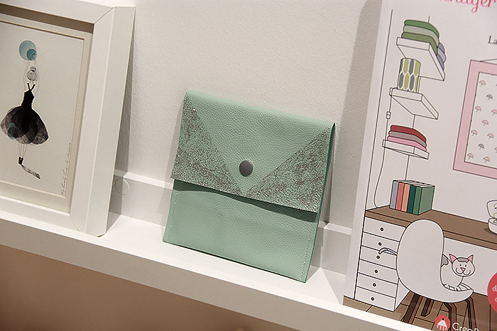 pochette-mint-cuir-paillettes-lalouandco-couture-leather-sewing