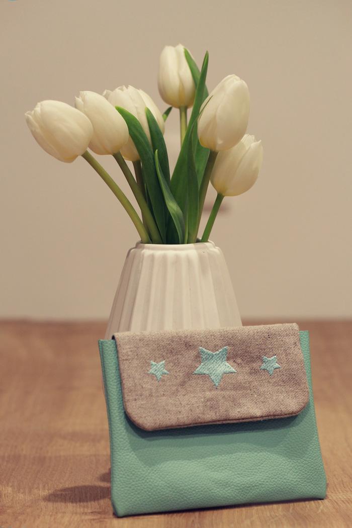 pochette-cuir-mint-broderie-etoiles-lalouandco-motif