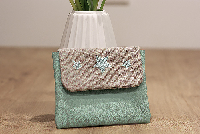 pochette-cuir-mint-broderie-etoiles-lalouandco