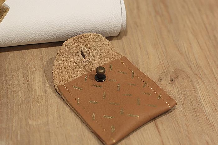mini-pochettes-cuir-custo-pilot-or-lalouandco