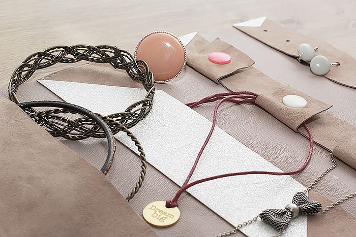 porte-bijoux-voyage-cuir-paillettes-diy-couture