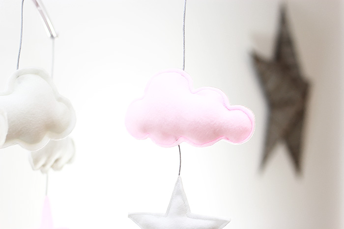 mobile-diy-etoiles-nuages-couture-feutrine-sewing